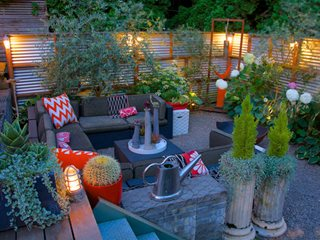 Lighting Layers Around Metal Deck Digs Inside & Out Portland, OR