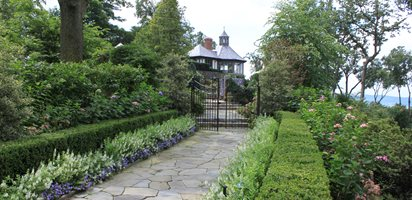garden promenade flower border johnsen landscapes pools mount kisco