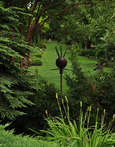 "03_metal_sculpture__axis_view_pampenick_bedrockgardens ""Dream Team's"" Portland Garden Garden Design Calimesa, CA"