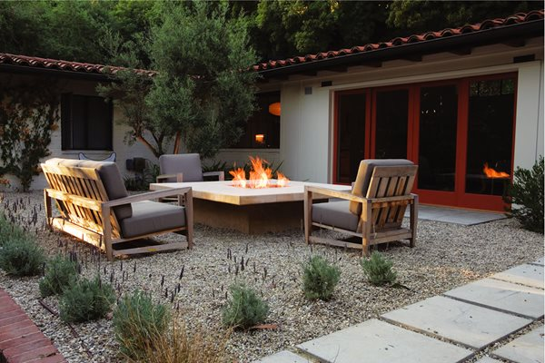 10 great outdoor fireplaces gallery garden design. Black Bedroom Furniture Sets. Home Design Ideas