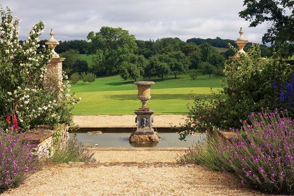 Isabel and Julian Bannermans Romantic English Gardens