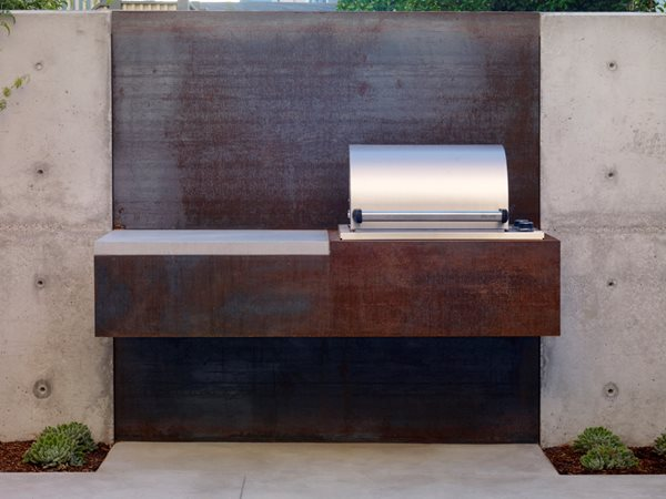 Outdoor Kitchen by Christopher Yates Garden Design Calimesa, CA