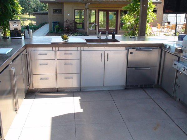 Outdoor Kitchen in the Sierra foothills by Anza Living Spaces  Garden Design Calimesa, CA