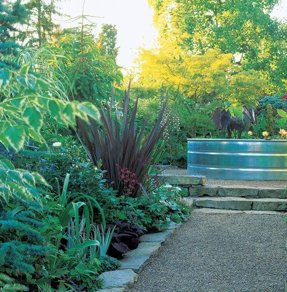 Small garden pictures gallery garden design for Plants for small gardens