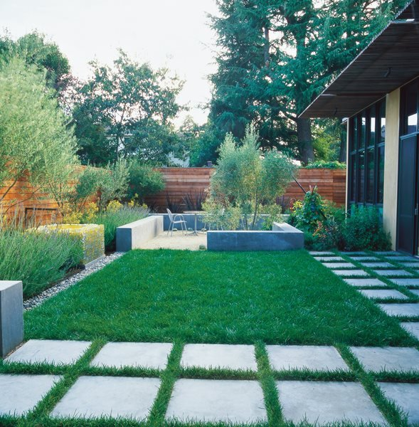 Small garden pictures gallery garden design for Small garden lawn designs