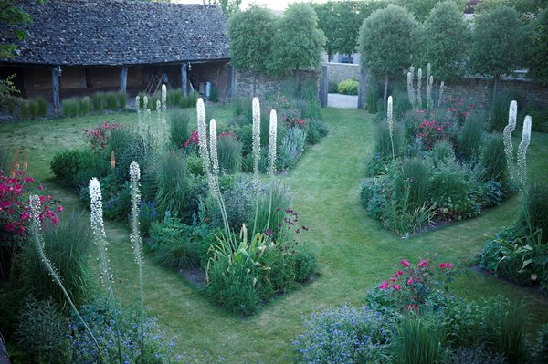 The Garden of Temple Guiting, Cotswold Garden Design Calimesa, CA