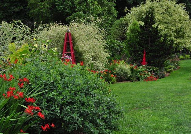 "05_red_border_pampenick_bedrockgardens ""Dream Team's"" Portland Garden Garden Design Calimesa, CA"