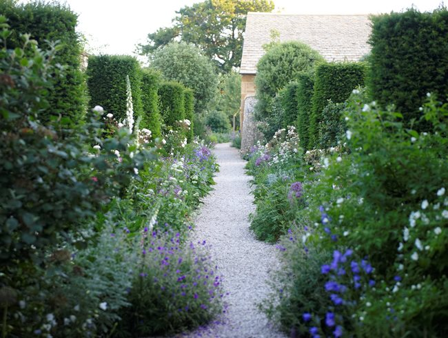 The Garden Of Temple Guiting Cotswold Design Calimesa CA