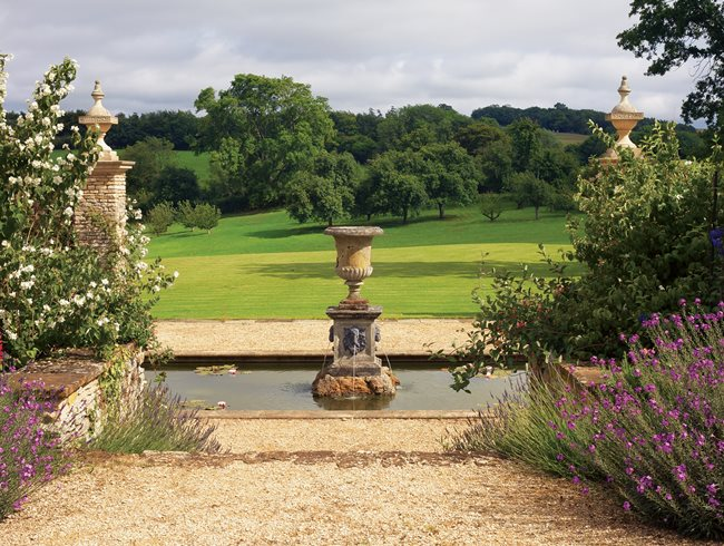 Isabel and Julian Bannerman's Romantic English Gardens ...