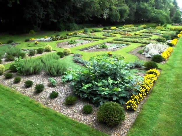 Herb Garden Design Ideas how to make an herbal knot garden gardens raised beds and an Ontario Herb Garden Dream Teams Portland Garden Garden Design