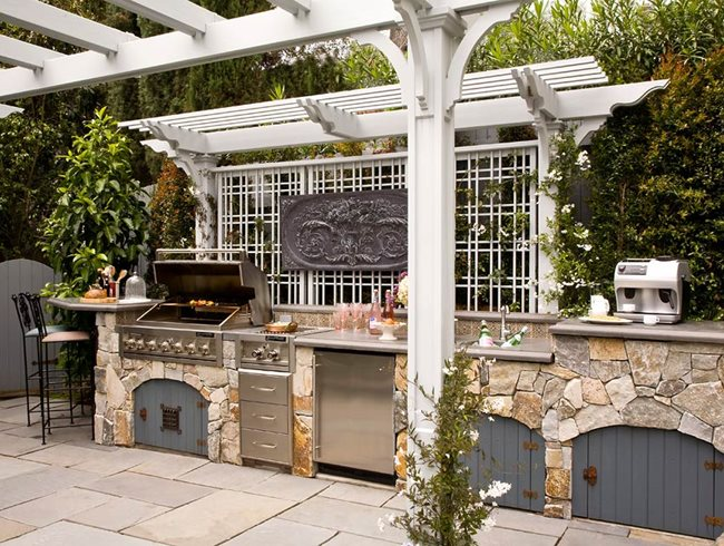 Romantic Outdoor Kitchen by Heather Lenkin | Garden Design