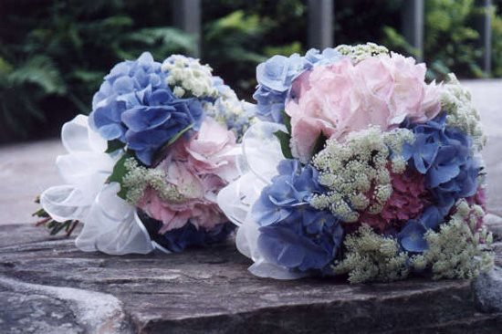 Bouquets Of Hydrangea And Queen Anne's Lace Garden Design Calimesa, CA