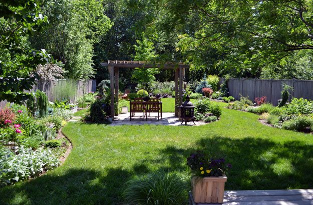Intimate Eating Area Candace Mallette Landscape & Garden Design Ottawa, ON