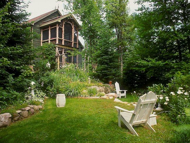 White Country Garden, Garden With White Chairs Garden Design Calimesa, CA