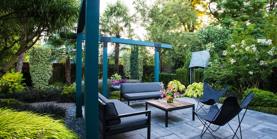 Small Garden Gets Tropical Makeover