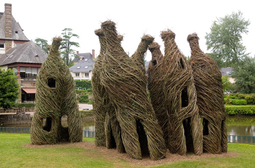 Patrick Doughterty tree house3