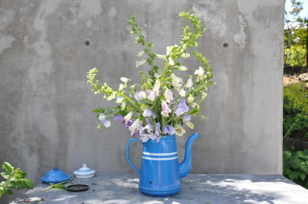 sweet peas arrangement