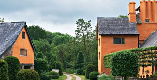 Arne Maynard's Rustic Home in Wales, Photo Gallery