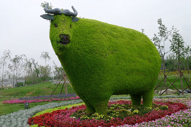 Topiary cow